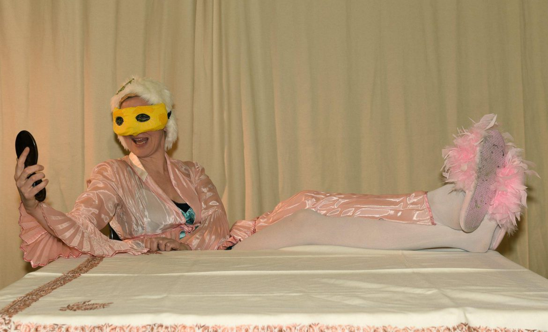 Sylvia Barth im Theaterstück «Die Nase» — frei nach N.W.Gogol | Musik: Philip Glass